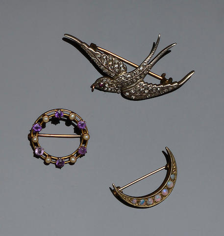 Three Edwardian gem set brooches (3)