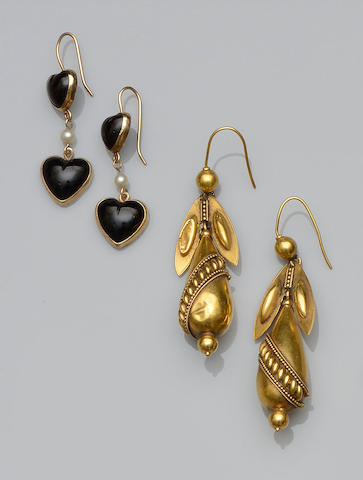 Two pairs of earpendants (2)