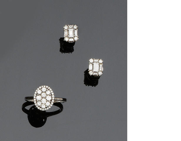 A pair of diamond earstuds and a diamond cluster ring (2)