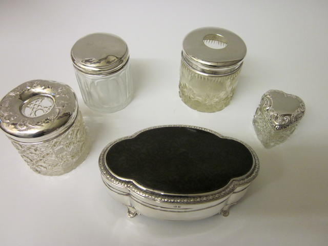 An oval silver jewel box,  Birmingham 1919,   (5)