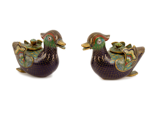 A pair of Chinese cloisonné enamel ducks (with lids)