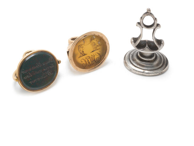 A George III gold and bloodstone mounted rotating seal and ten further various seals (11)