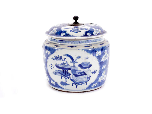 A Chinese blue and white jar and cover, 18th-19th century