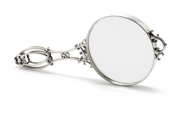 An Edwardian silver-mounted magnifying glass by Goldsmiths & Silversmiths Co Ltd, London 1903