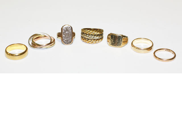 A collection of seven rings, (7)