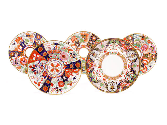 A pair of Barr, Flight and Barr dessert plates and a Flight and Barr example in the same pattern, a Flight and Barr plate and a Flight, Barr and Barr plate, circa 1800-30