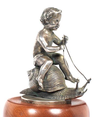 Mascotte « Amour à Califourchon » par Cairal de Serezin, origine française, années 1920,
