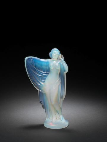 Mascotte en verre 'Vénus au Voile' par Sabino, Paris, années 1920,