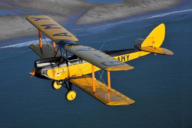 "La vedette du film ""Out of Africa""  American Moth Corporation DH.60GMW Gipsy Moth Biplan biplace de tourisme 1929 Registration no. Immatriculation au Royaume-Uni 'G-AAMY' Numéro Constructeur '86'"