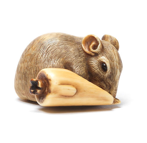 A small ivory netsuke of a rat and candle By Ranseki, Kyoto, 19th century