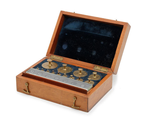 A boxed set of late Victorian Apothecaries' weights, for the County of Durhamby W & T Avery, Birmingham