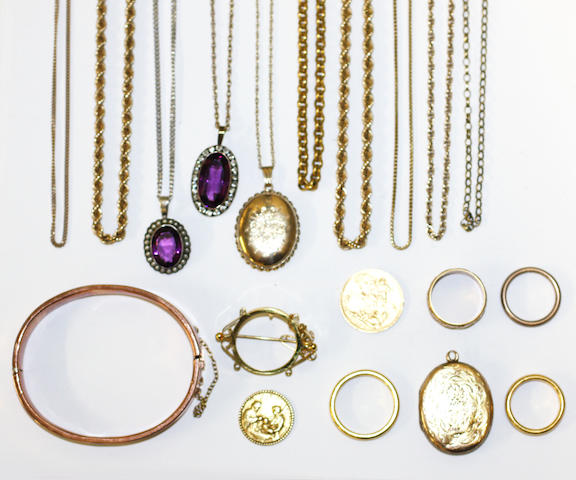 A collection of jewellery,
