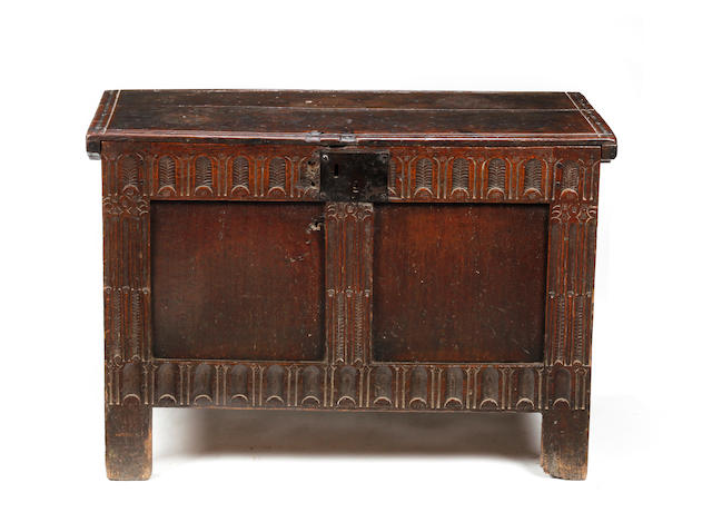 An Elizabethan small oak coffer  Circa 1600