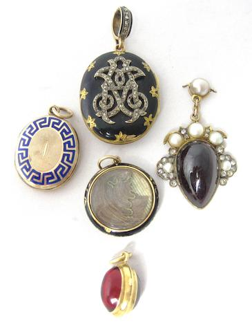 A collection of 19th century lockets and pendants (5)