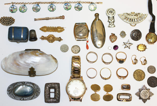 A collection of jewellery and other items,