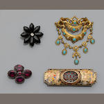A collection of brooches (8)