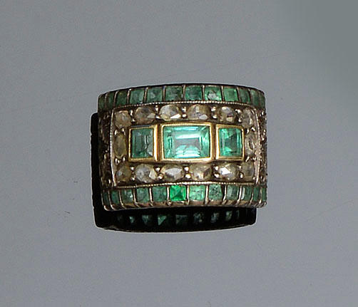 An emerald and diamond ring, late 18th/early 19th century