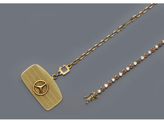 A collection of jewellery items (13)