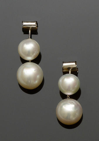 A pair of freshwater cultured pearl drop earpendants