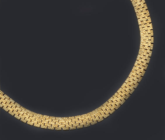 An 18ct gold necklace