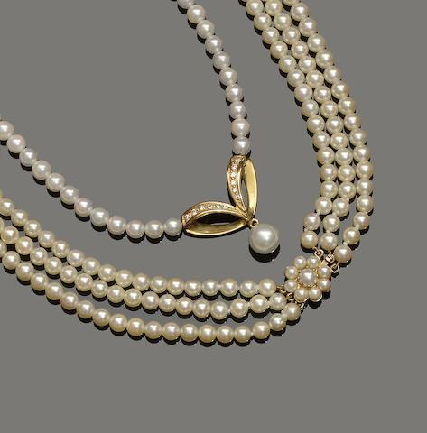 Two cultured pearl necklaces (2)