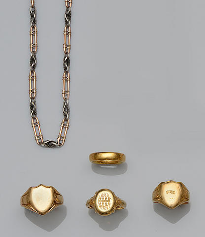 A small collection of jewellery (5)