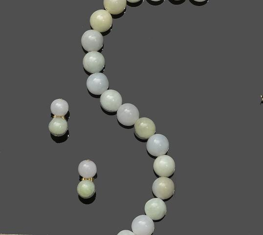 A jade necklace and earstud suite (2)