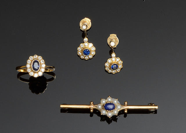 A sapphire and diamond cluster ring, a matched pair of earpendants and a brooch (3)
