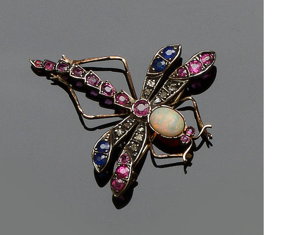 A gem set dragonfly brooch