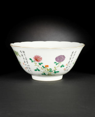 A famille rose foliated bowl Qianlong six-character seal mark