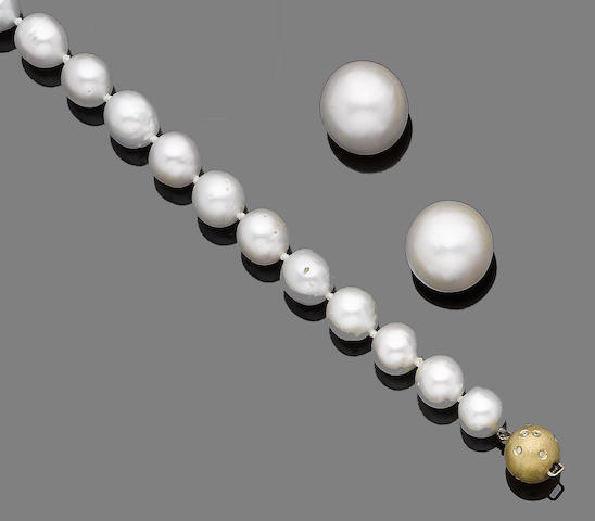 A cultured pearl necklace and a pair of mabé pearls (2)