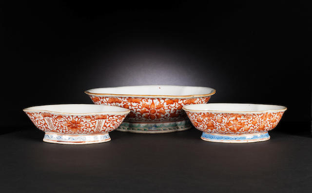 Three enamelled quatrilobed stemmed bowls 19th century CHECK