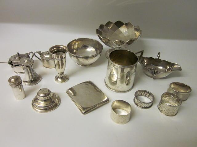 A small silver bowl,  Birmingham 1927,   (15)