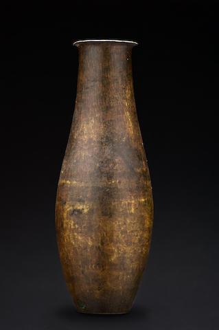 Jean Dunand (1877-1942)  Vase en dinanderie de Maillechort, circa 1920