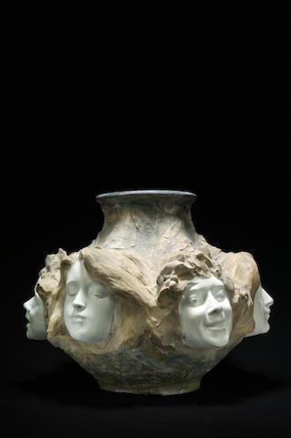 Antonin Larroux (1859-1937) pour Goldscheider Vase en grès, circa 1900