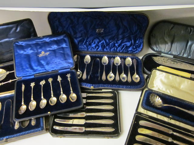 A set of twelve silver teaspoons and tongs,  by Wakeley and Wheeler,  London 1899,   (10)