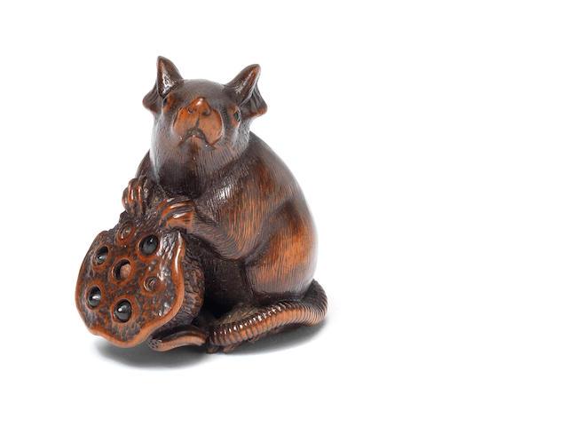 A wood netsuke of a seated rat By Matsuda Sukenaga, Takayama, Hida province, 19th century