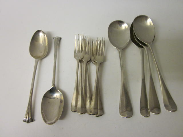 A set of seven rat-tail pattern dessert forks,  by E Viner,  Sheffield 1929,   (14)