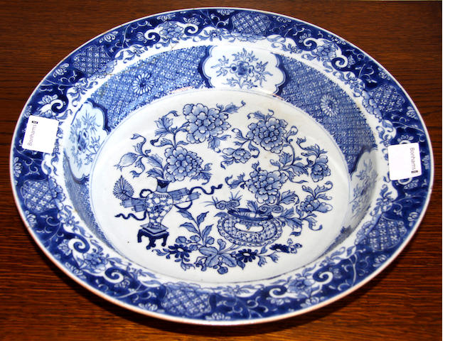 A Chinese blue and white bowl, 19th Century,