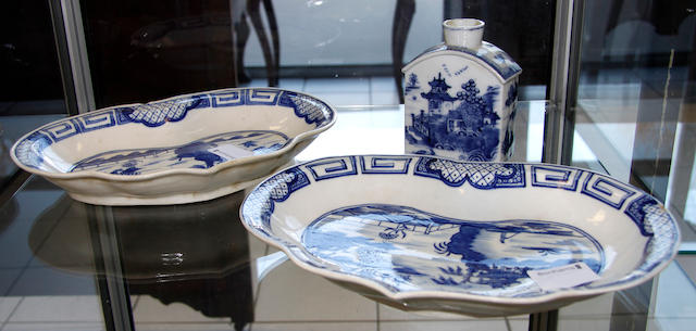 A pair of late 18th century Caughley porcelain Weir pattern heart shaped dishes,