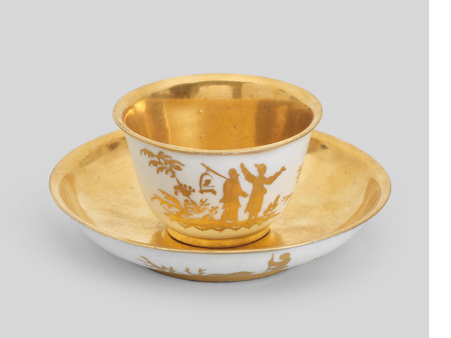 An Augsburg decorated Böttger porcelain teabowl and saucer, circa 1720