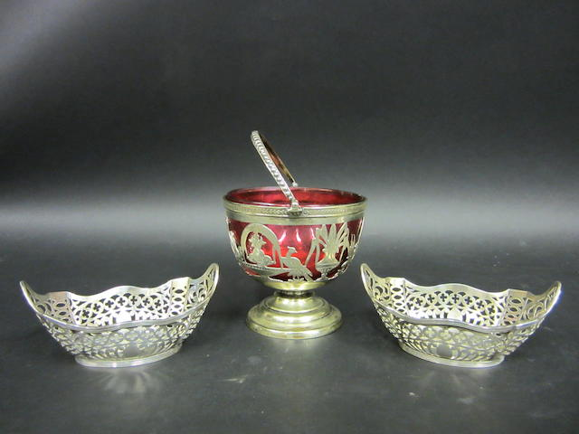A pair of silver bon bon dishes Chester 1903  (2)
