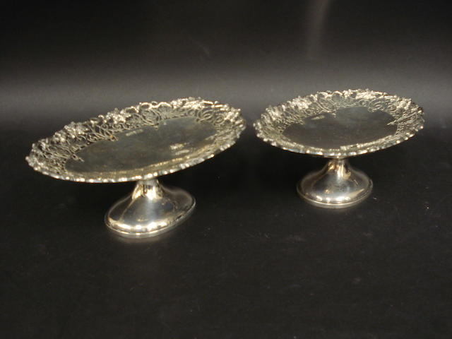 A silver pair of oval pierced tazza by Viners, Sheffield 1940