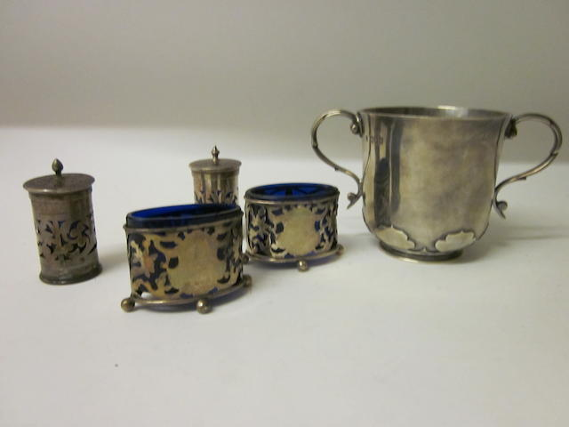 A silver two handle cup,  London 1900,   (5)