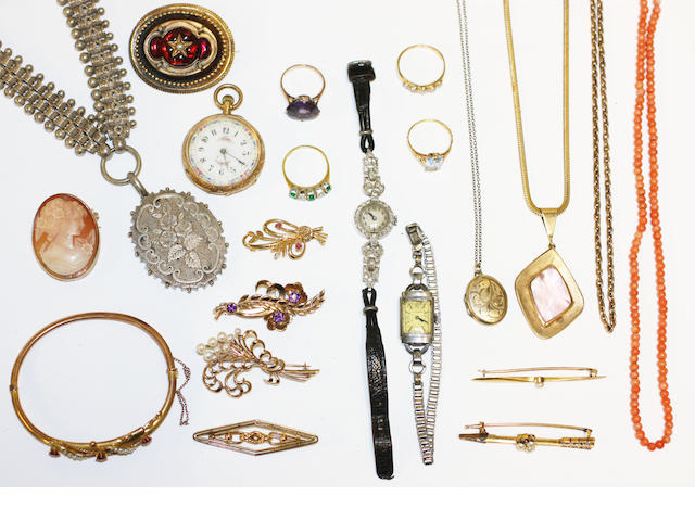 A collection of assorted antique jewellery,