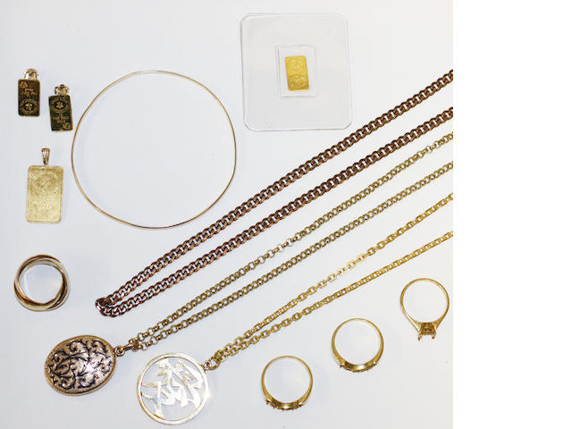 A small collection of assorted jewellery, including three chains, three pendants, three small ingots (two mounted as earclips), a bangle, three ring mounts and a 'russian' wedding band.