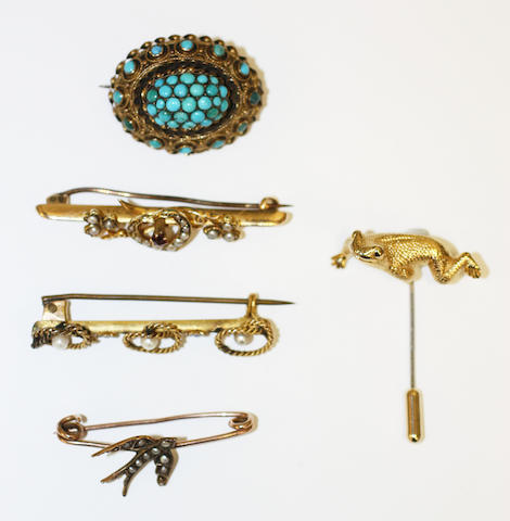 A collection of brooches, (5)