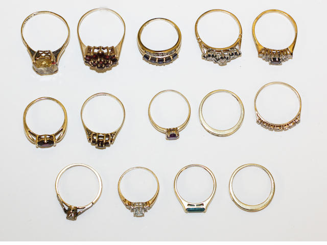 Fourteen assorted rings