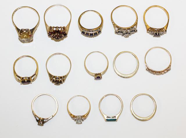 Fourteen assorted rings