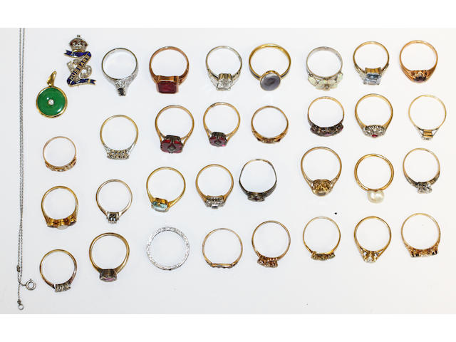 A collection of rings, a brooch and a jade pendant,